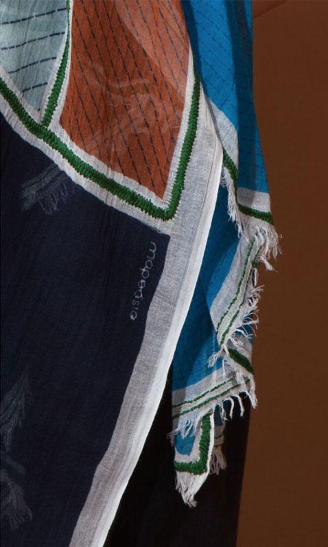 Foulard Patchwork gris de chez Mapoésie