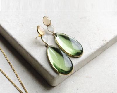 Boucles d'oreilles pendantes vert Perrin Shyla London