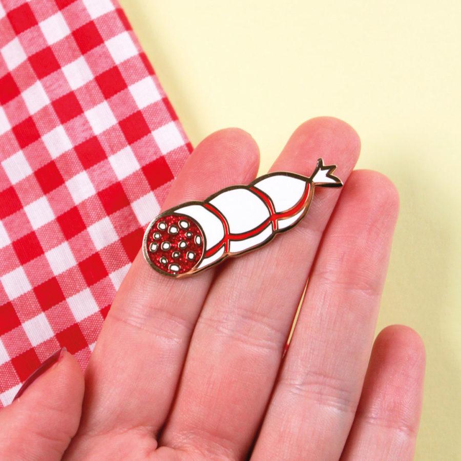 pin's saucisson coucou suzette