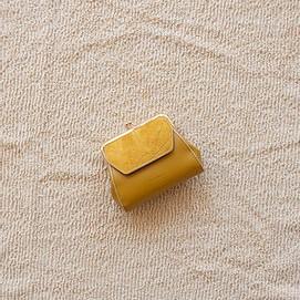 portefeuille monochrome jaune